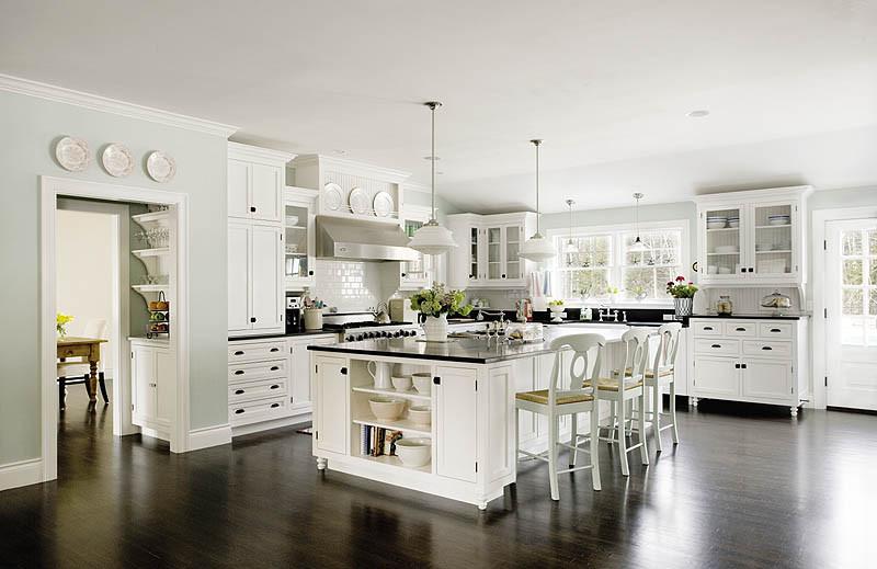 white classic kitchen.  Black and White Classic Kitchen
