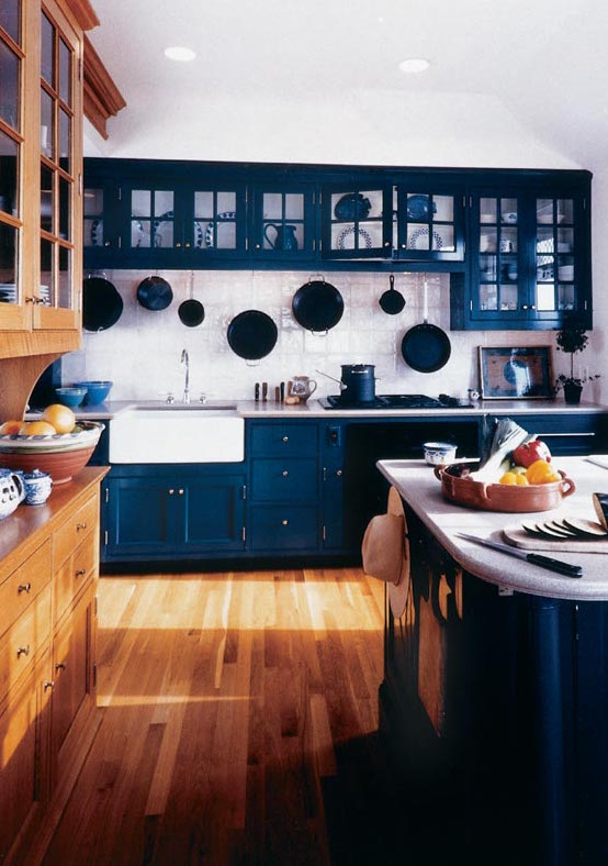 A Beloved Color On China And Dishware Cobalt Blue Moves To Kitchen Cabinets
