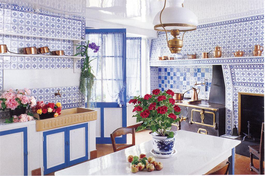 giverny kitchen - the blue and white tile kitchen at Claude Monet's home, Giverny - Veranda via Atticmag