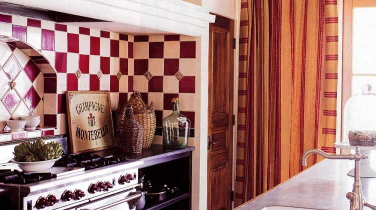 red gingham kitchen - with red and white checkerboard range niche - House Beautiful via Atticmag