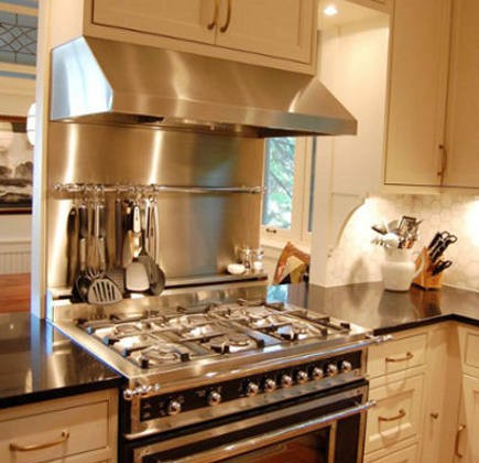 black and white renovated kitchen with black Bertazzoni heritage range - Amy K via Atticmag