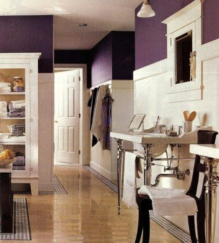 purple bathrooms - purple and white cottage-Deco bathroom - Met Home via Atticmag