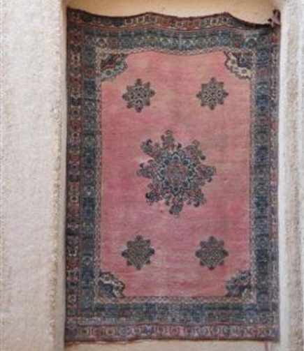 rugs in morocco - Antique Rabati rug in a Merzouga museum - Atticmag