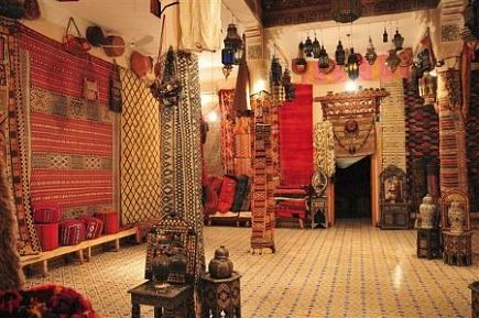 rugs in morocco - Various tribal rugs in a co-op in Merzouga - Atticmag