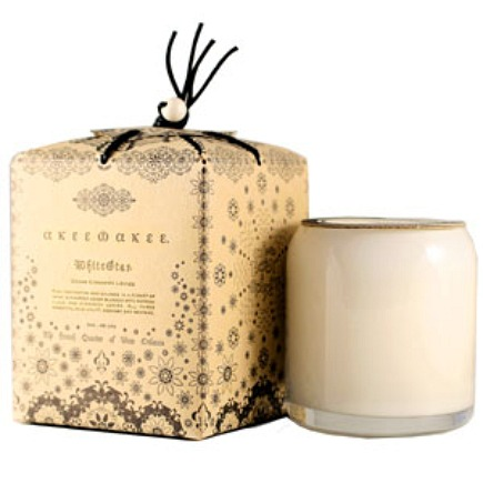holiday gif ideas - akeewakee hand poured soy candle - via Atticmag