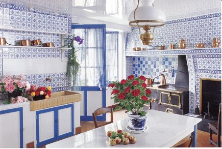 the blue and white kitchen at Claude Monet's home, Giverny