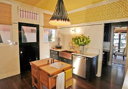 showhouse kitchen with citrine yellow ceiling and Kelly Wearstler wallpaper - San Francisco Chronicle via Atticmag