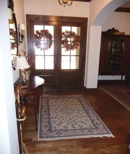 alabama stone cottage foyer rug before