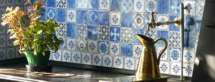 blue and white hand painted tiles in Monets Giverny kitchen - WOI via Atticmag