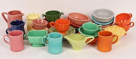 auction lot of vintage fiestaware coffee service - Auction Helper via Atticmag