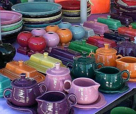contemporary fiestaware at the Brimfield antiques show - Atticmag