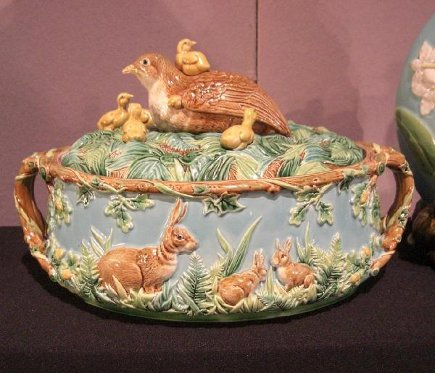 George Jones Turquoise Majolica Full Nest Game Pie Dish