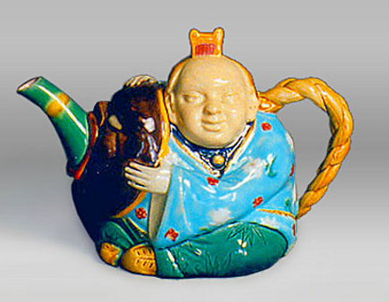 Chinese actor majolica teapot