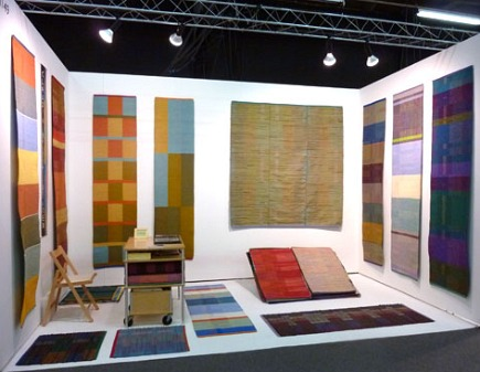 contemporary handwoven rugs and runners by Claudia MIlls Studio via Atticmag