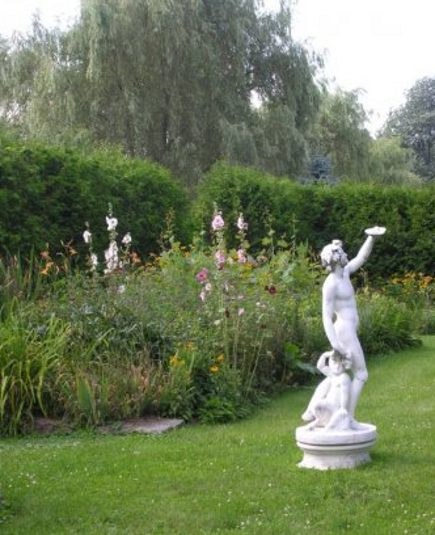 stone mansion- sculpture in the Maus Park gardens - Maus Park via Atticmag