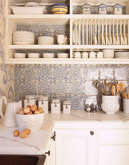 blue and white mural - Delft tile backsplash in a kitchen via Atticmag