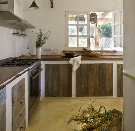 Spanish kitchens - rustic Spanish kitchen emphasizes concrete, stucco and stone - style-files.com via Atticmag