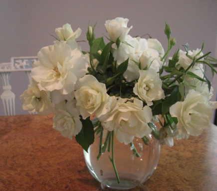 white iceberg roses - Atticmag