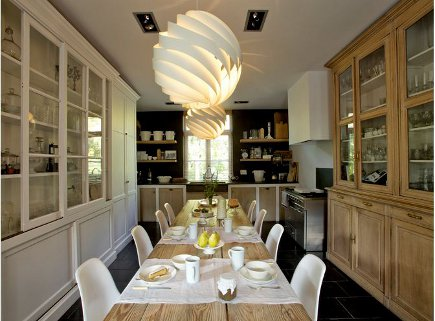 Belgian farmhouse kitchen and dining room - Art et Décoration via Atticmag