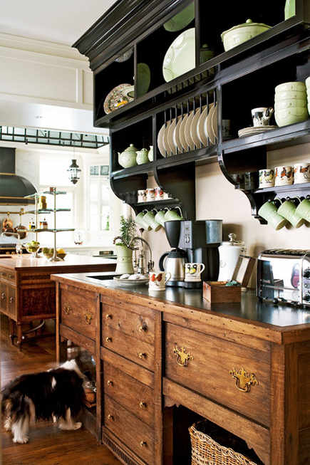 glass ceiling kitchen - breakfast bar styled like an English dresser with black-painted plate rack above - tradhome via Atticmag