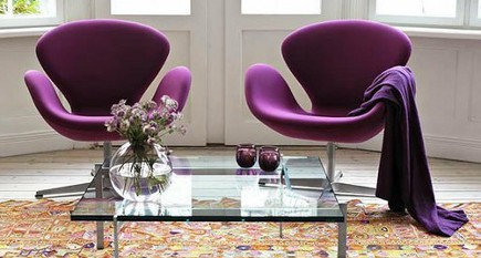 purple chairs - pair of Arne Jacobsen swan chairs covered in purple fabric - Fritz Hansen via Atticmag
