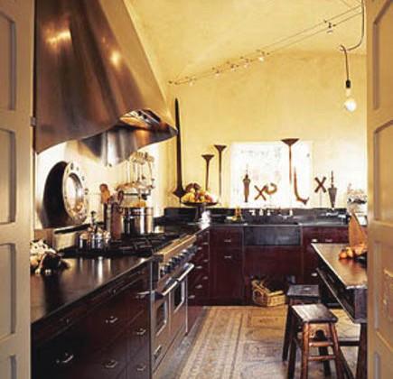 Spanish kitchen - spanish style kitchen with mosaic floor - oldhouseonline via Atticmag