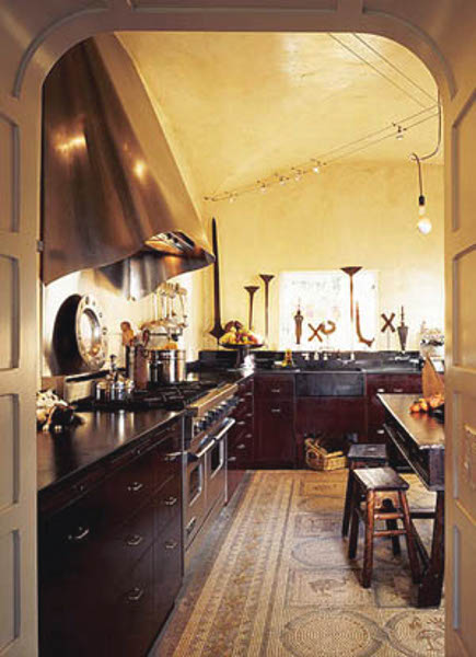 Spanish kitchen - spanish style kitchen with mosaic floor - oldhouseonline via Atticmag