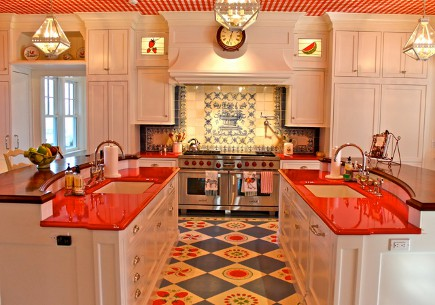 red gingham - 1940s red theme kitchen with a red gingham ceiling -- Diamond Baratta via Atticmag