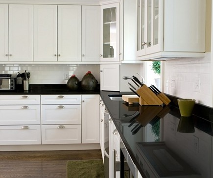 quartz countertops - white kitchen with black Elements by Durcon eco-friendly counters - Durcon via Atticmag