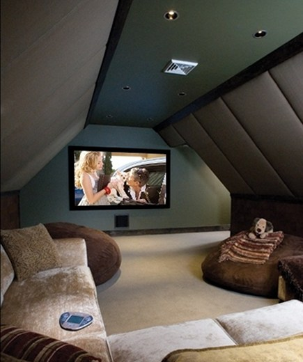 attic home movie theater by Electronic House
