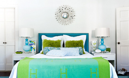 blue and green bedrooms - master bedrooms with blue and green bedding and white walls - Martensen Jones Interiors via Atticmag