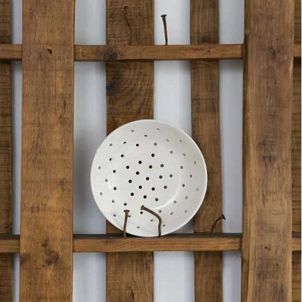 kitchen plate racks - repurposed plate rack made from wooden pallet with bent nails by Katrin Arens - mandarineditalie via atticmag