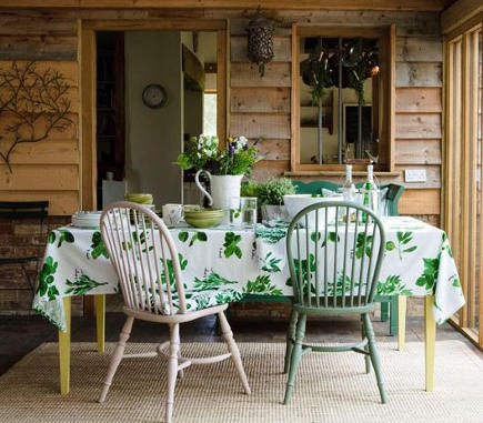 cottage dining room with emerald green and white tablecloth