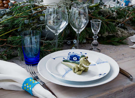 Royal Copenhagen 2012 musical theme Christmas table