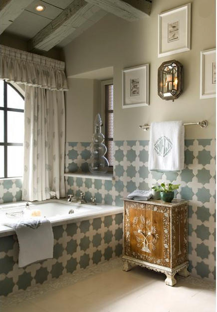 Moroccan shaped tiles - Star shaped Moroccan tile bath - Cathy Kincaid via Atticmag