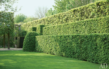 sculptured hedge garden by Wirtz International - AD via Atticmag
