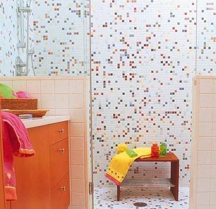 children's bath - modern mosaic tile shower - Nuevo-Estilo.es via Atticmag
