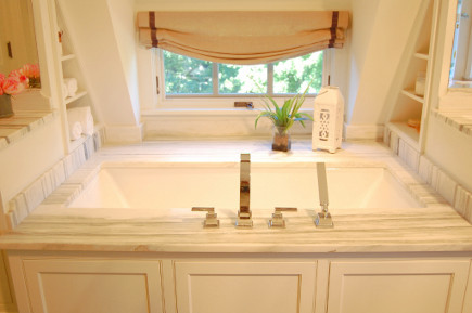 bathtub in renovated attic suite master bath - Atticmag