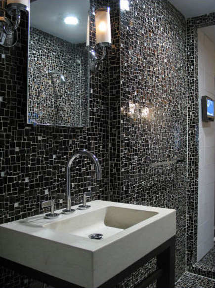 black bathroom tile - Ann Sacks black glass mosaic bath - lepsiebyvanie via Atticmag