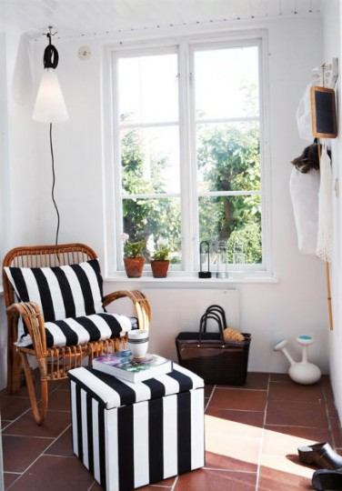 Rattan chair cushions and ottoman in black and white striped Marimekko fabric – husohem via Atticmag