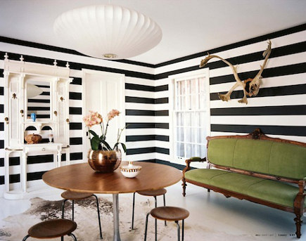 Room with horizontal black and white striped walls and antique furniture – Lonnymag via Atticmag
