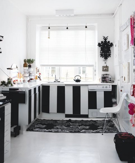 Danish kitchen with black and white vertical stripes on lower cabinets - boligmagasinet.dk via Atticmag