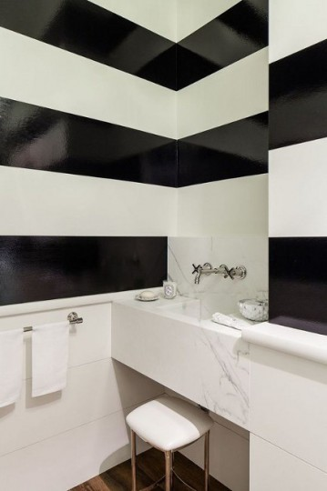 Black and white horizontal glossy stripes in a minimalist bathroom – Chambers and Chambers via Atticmag