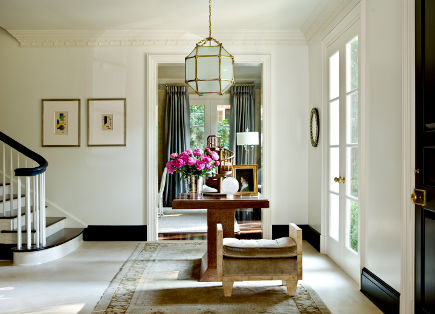 Entry hall in Suzanne Kasler Timeless Style - Erica George Dines Photography - via Atticmag