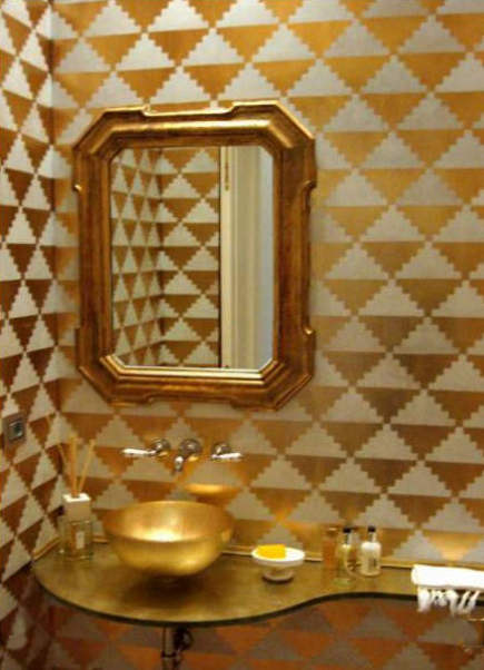 gold bathrooms - gold and cream lacquer geometric pattern bath - Roberto Bricchi via Atticmag