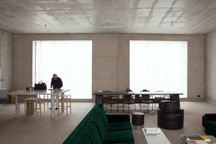 home of David Chipperfield - photo by Davide Pizzigoni - Where Architects Live via Atticmag
