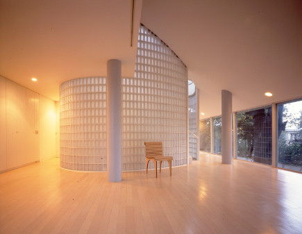 home of Shigeru Ban - photo by Hiroyuki Hirai - Where Architects Live via Atticmag