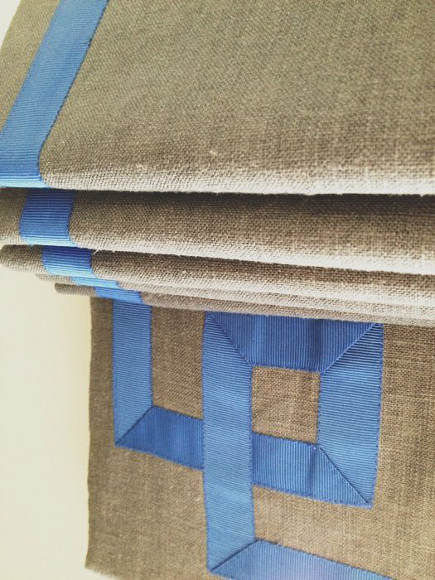 roman shade details - linen roman blind with blue grosgrain ribbon border - Grant K. Gibson via Atticmag