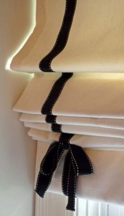 roman shade details - roman blind with black ribbon trim and bow - pinterest via atticmag