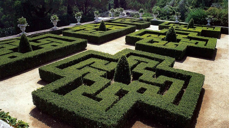 formal garden with parterre hedges near Estoril, Portugal - World of Interiors via Atticmag